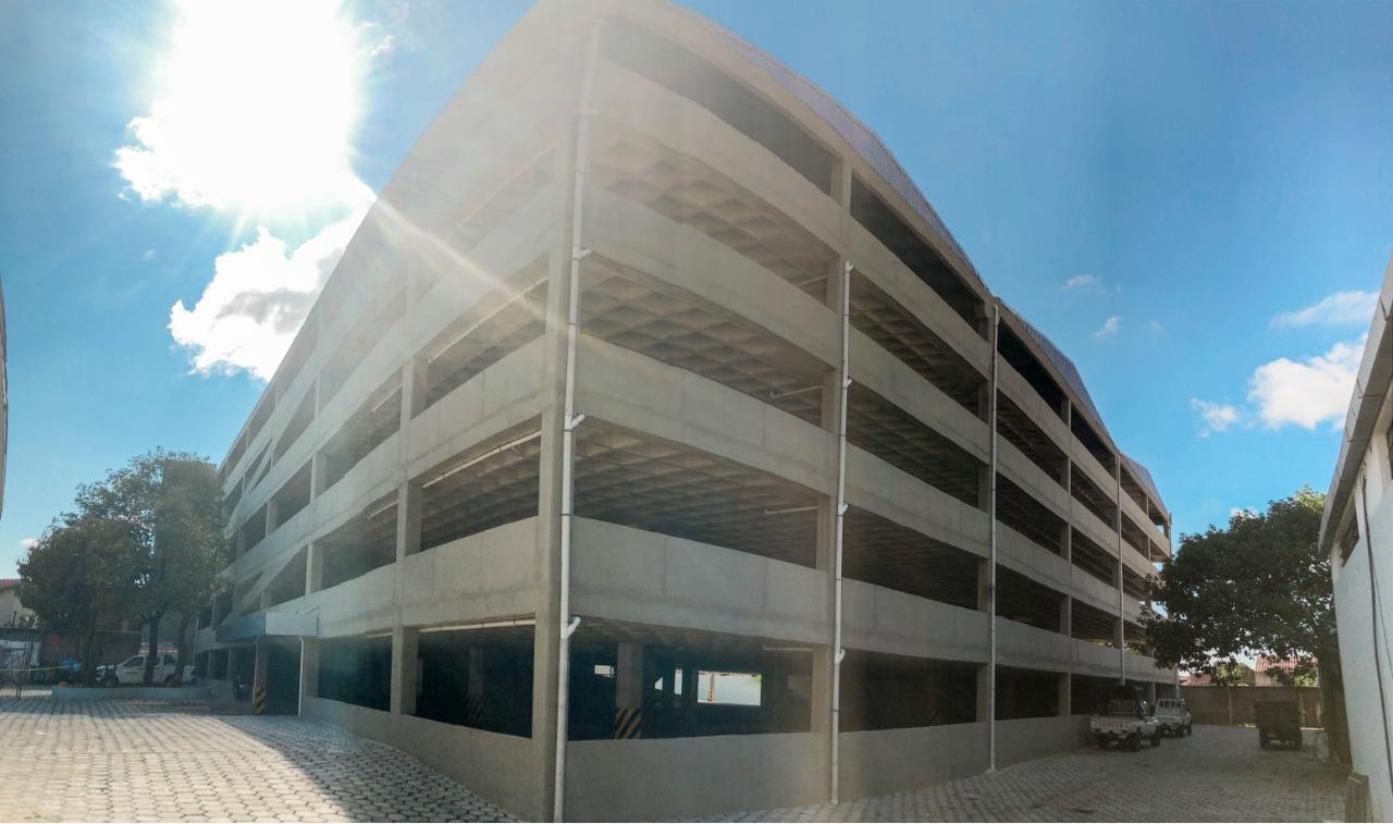 Edificio de Parqueo Saguapac gallery